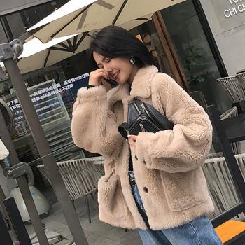 Модерно дамско дълго палто с копчета и джобове в бежов цвят