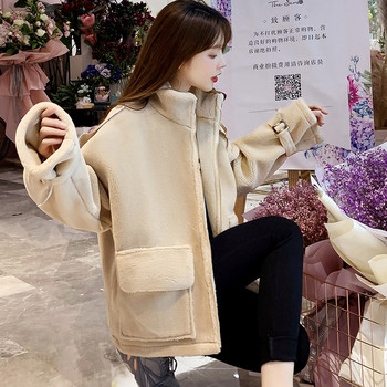 Нов модел дамско палто с цип и джобове в бежов цвят