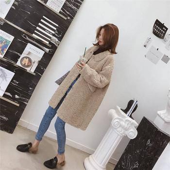 Зимно дамско пухено палто с копчета широк модел в бежов цвят