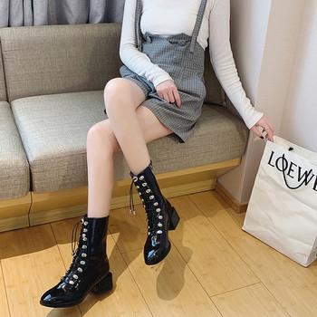 Γυναικείες μπότες με κορδόνια σε μαύρο χρώμα