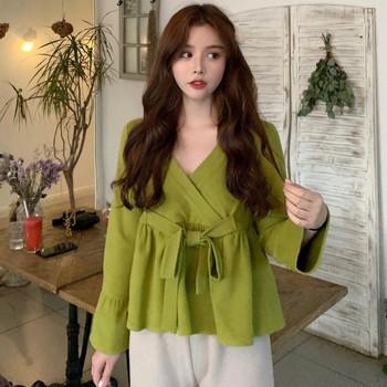 Γυναικεία μπλούζα με λαιμόκοψη και δεσμούς με πράσινο χρώμα