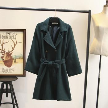 Μοντέρνο γυναικείο μακρύ παλτό με ζώνη και κουμπιά σε μωβ, πράσινο και κόκκινο χρώμα