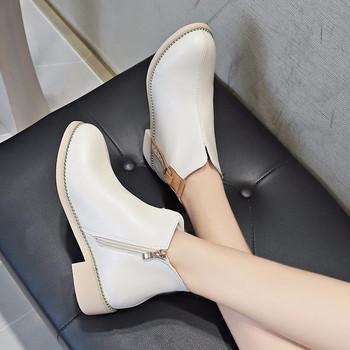 Μοντέρνες γυναικείες μπότες σε μαύρο και άσπρο χρώμα