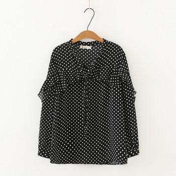 Μοντέρνο γυναικείο πουκάμισο μακρύ  μανίκι με βαθύ λαιμόκοψη σε λευκό και μαύρο χρώμα