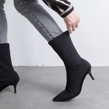 Κομψές γυναικείες μπότες με λεπτό τακούνι  σε μαύρο και μπεζ χρώμα
