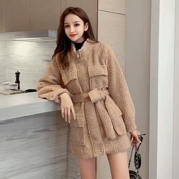 Нов модел дамско палто с джобове и колан в бял и кафяв цвят