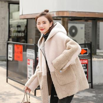 Модерно дамско палто с джобове и цип в бежов цвят