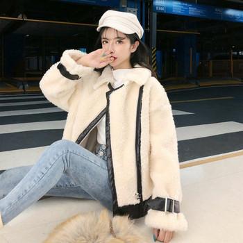 Дамско пухено палто с цип в бял цвят