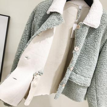 Модерно дамско палто с копчета в зелен цвят