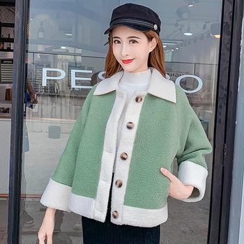 Модерно дамско палто с яка и копчета в зелен и розов цвят