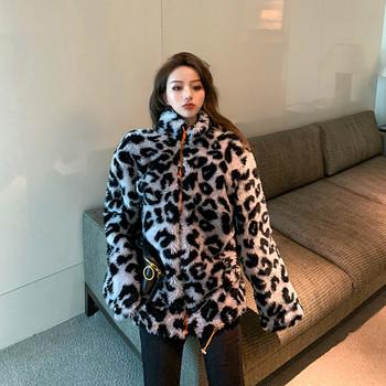 Модерно дамско палто с животински десен и цип в два цвята
