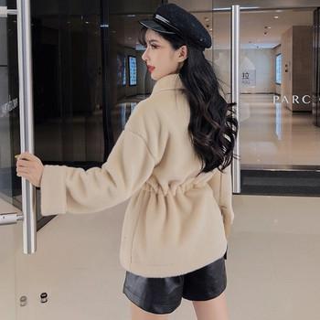 Модерно дамско късо палто с връзки и копчета в бежов и бял цвят