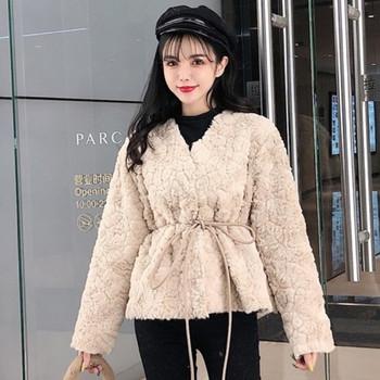 Модерно дамско късо палто с връзки в бежов и бял цвят