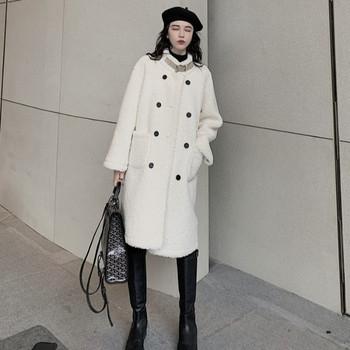 Дълго пухено палто в бял цвят с копчета широк модел