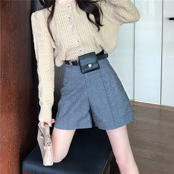 Къси и широки панталони в сив цвят с колан