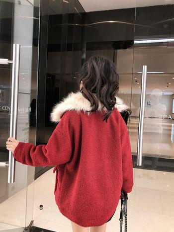 Късо пухено палто с изкуствен косъм на яката