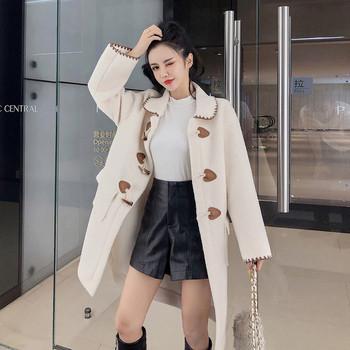 Модерно дамско палто с копчета в бял и бежов цвят
