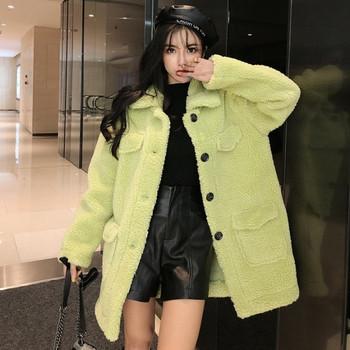 Дамско  пухено палто с копчета в бял и зелен цвят