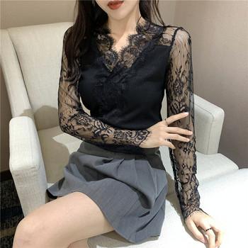 дамска вталена блуза с шпиц деколте и ръкави от дантела