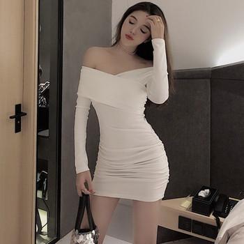 Дамска модерна рокля с голи рамене в бял и черен  цвят
