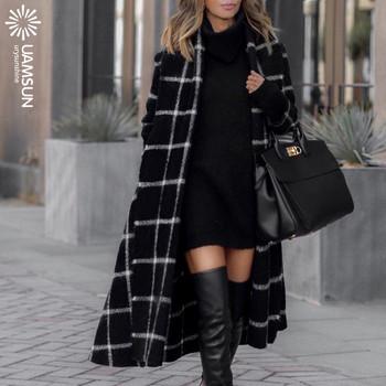 Стилно дамско карирано палто в черен цвят
