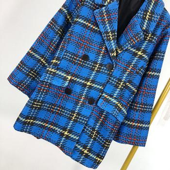Дълго модерно карирано палто с копчета и джобове
