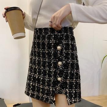 Къса асиметрична карирана пола с копчета