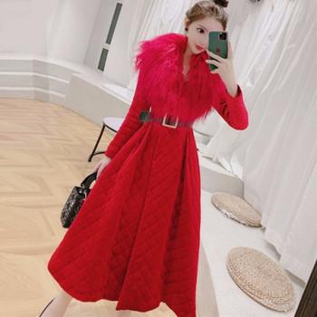 Дамско разкроено елегантно палто в червен цвят с пух