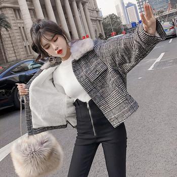 Дамско карирано палто с пухена яка -широк модел