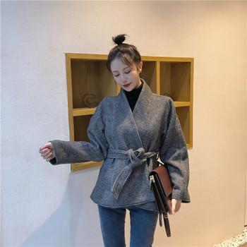 Късо пролетно-есенно дамско палто с колан в сив цвят