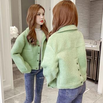 Дамско пухено палто с копчета на гърба в зелен и бял цвят
