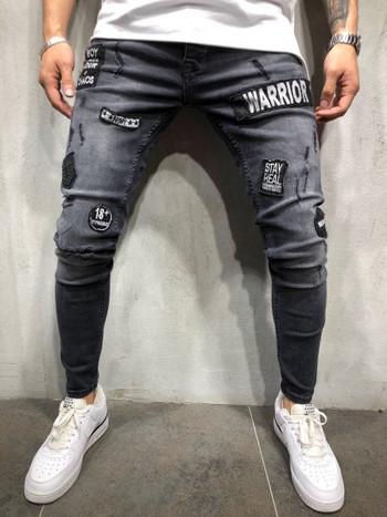 Модерни мъжки дънки с бродерия и разкъсани мотиви в черен цвят