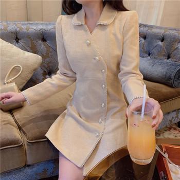 Елегантно вталено палто с копчета-перли в бежов цвят
