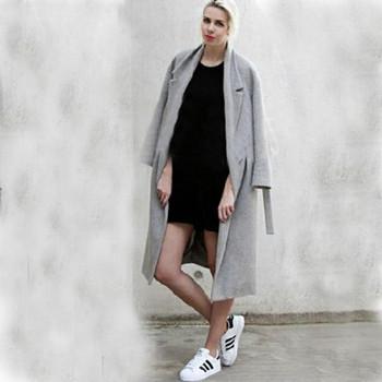 Елегантно дамско дълго палто с копчета подходящо за есента и зимата в сив цвят