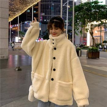 Дамско ежедневно палто в бял цвят с висока яка широк модел