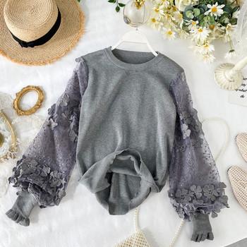 Модерен дамски пуловер с широк дантелен ръкав и 3D елемент