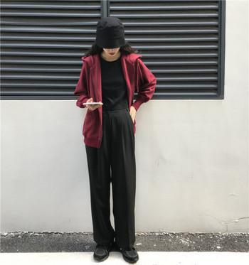 Дамски суичър в два цвята с качулка и закопчаване