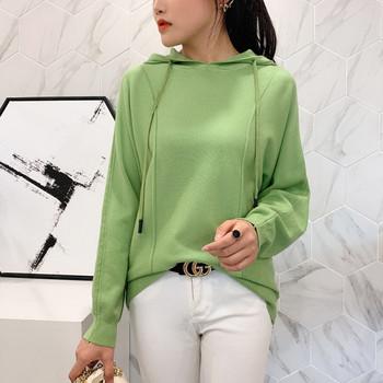 Дамски пуловер с качулка и дълъг ръкав в няколко цвята