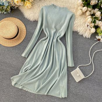 Ежедневна дамска рокля от тънко плетиво  с обло деколте