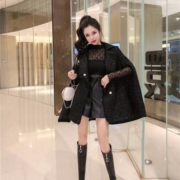 Елегантно дамско палто тип пончо от туид с колан
