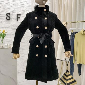 Модерно дамско палто с копчета и колан в черен цвят
