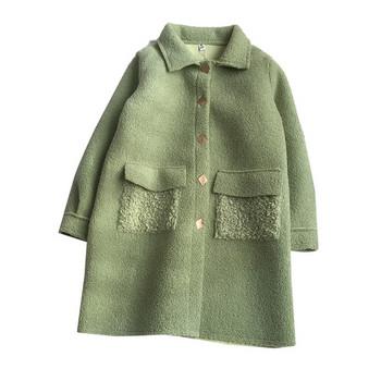 Модерно дамско палто в бял и зелен цвят с джобове