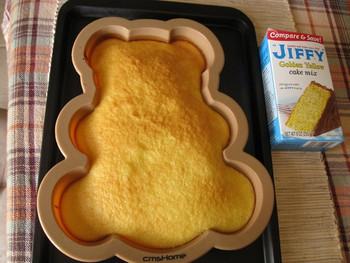 Силиконова 3D форма за печене подходяща за торта и кекс в син и жълт цвят - Мече