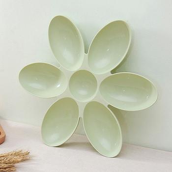 Практична чиния със седем разделения във формата на цвете в розов, зелен и син цвят