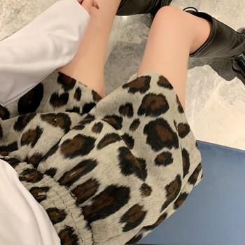 Къси модерни дамски панталони с животински десен