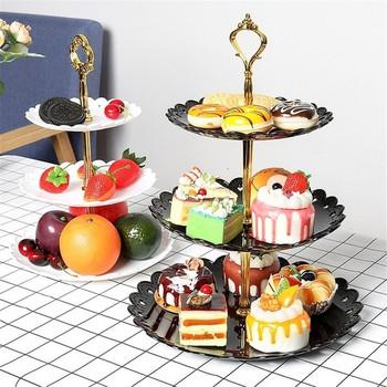 Пластмасова стойка на три етажа подходяща за сладкиши в няколко цвята