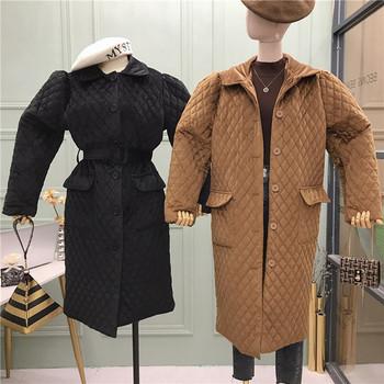 Модерно дамско палто с класическа яка,копчета,колан и джобове в черен,червен и кафяв цвят