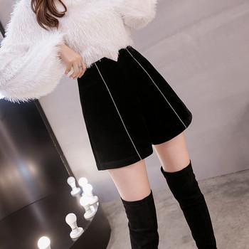 Нов модел къси дамски панталони с висока талия в черен цвят
