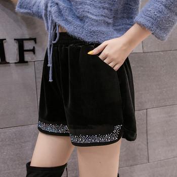 Къси дамски панталони от кадифе в черен цвят с декорация камъни широк модел