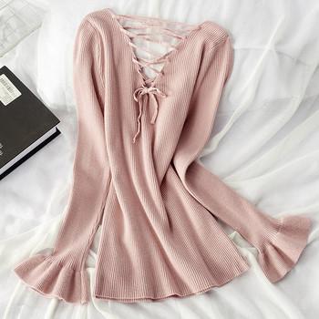 Дамска есенна блуза с шпиц деколте и връзки на гърба